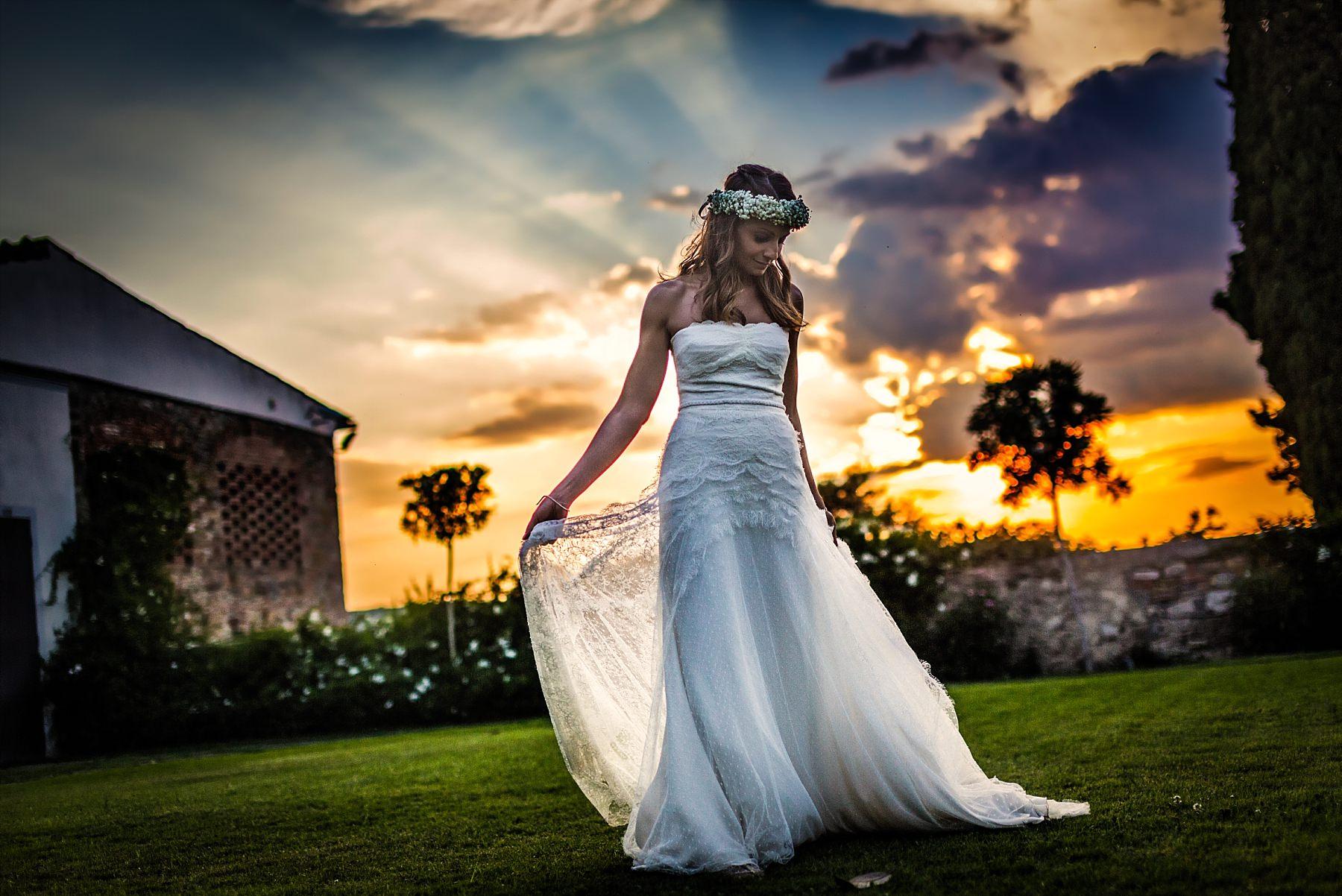 Sposa con uno spettacolare tramonto nel Chianti