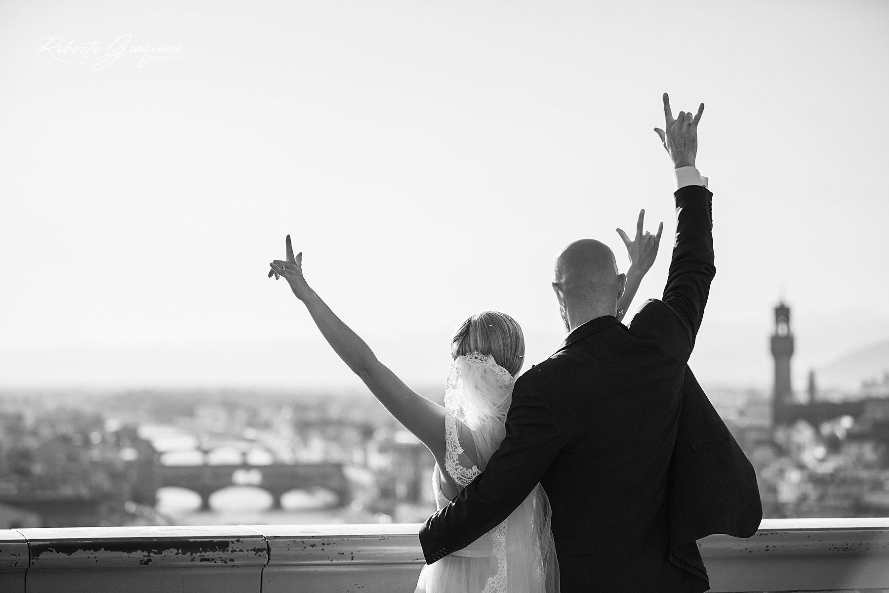 fotografia di matrimonio a Firenze dal piazzale Michelangelo in bianco e nero