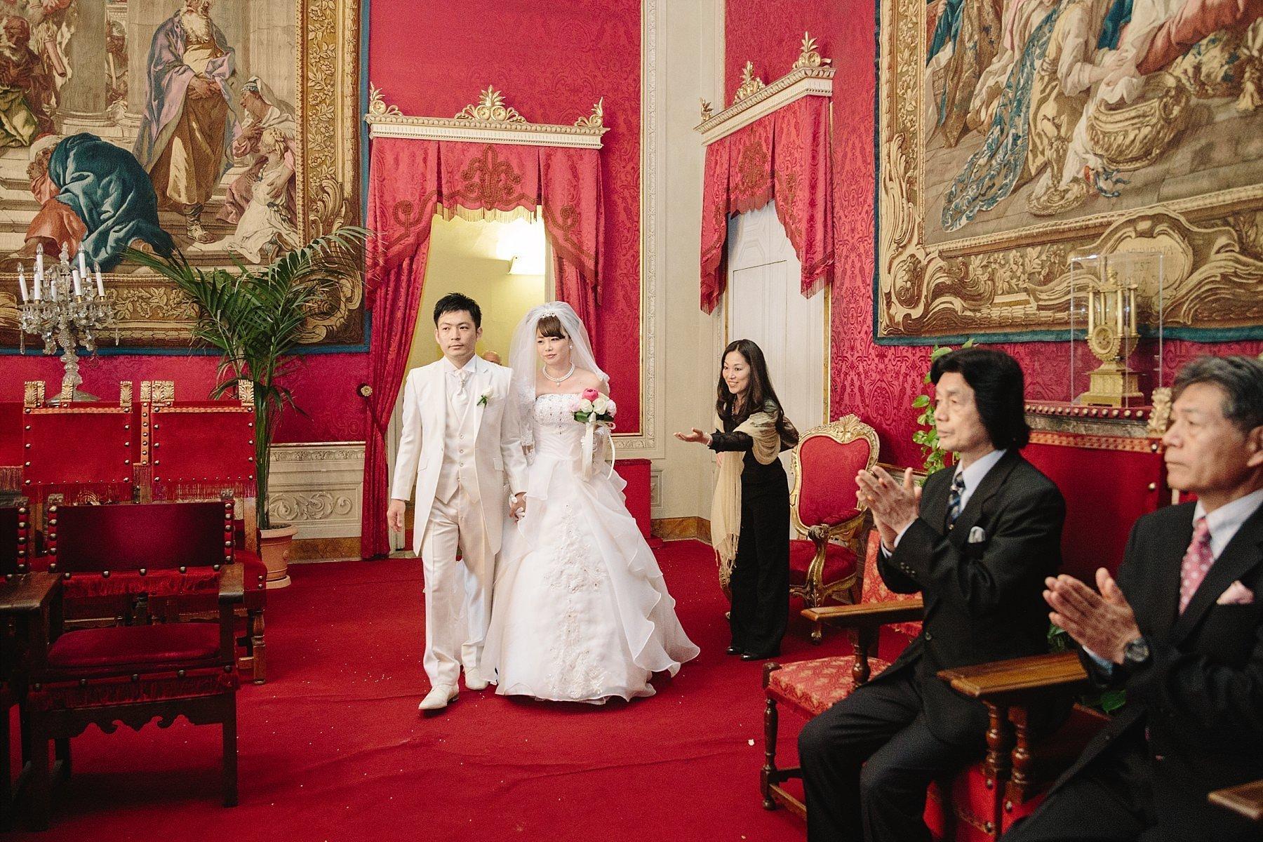 Ingresso degli sposi in sala rossa nel Palazzo Vecchio a Firenze