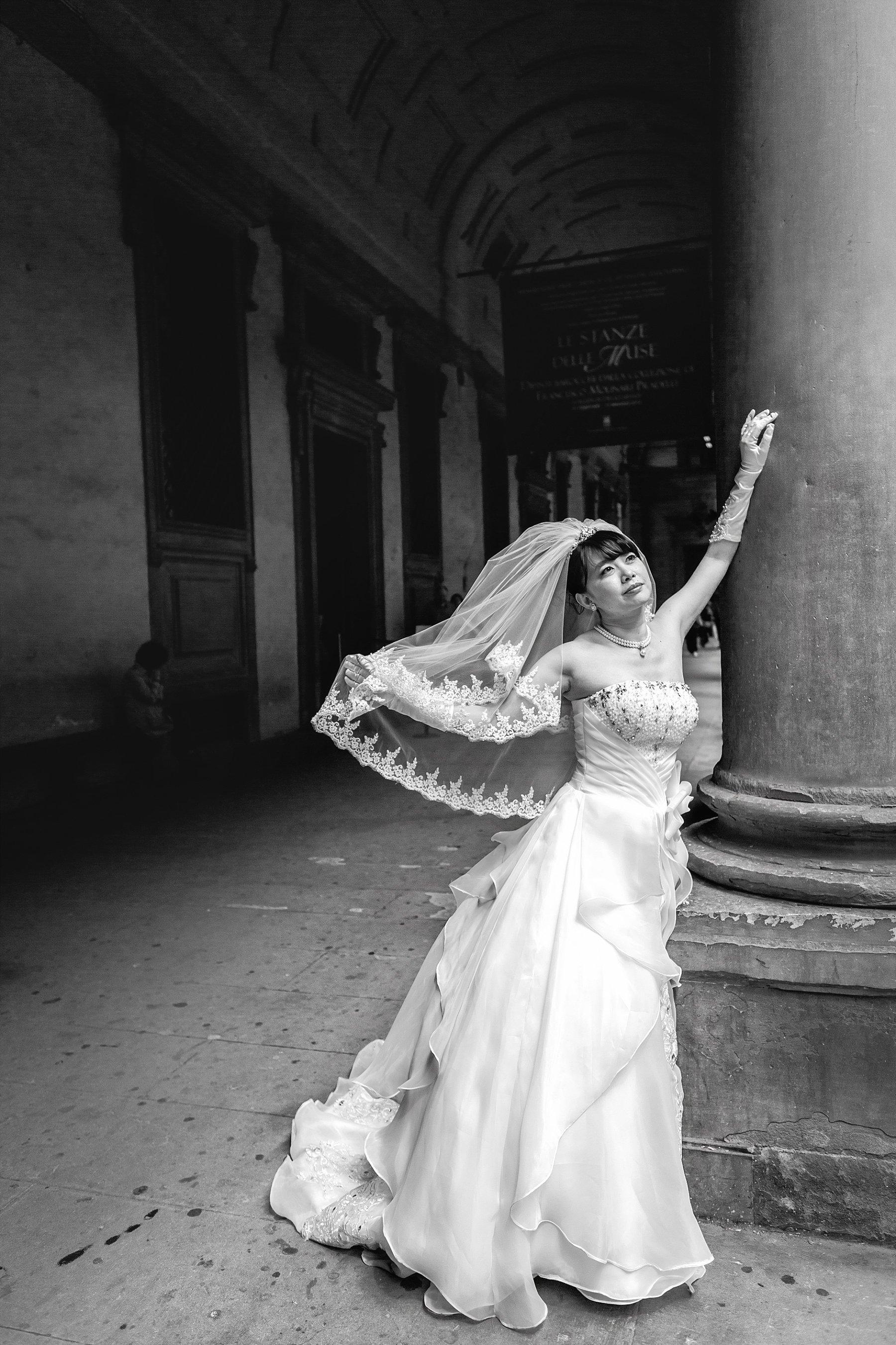 Fotografia di una sposa a Firenze agli Uffizzi