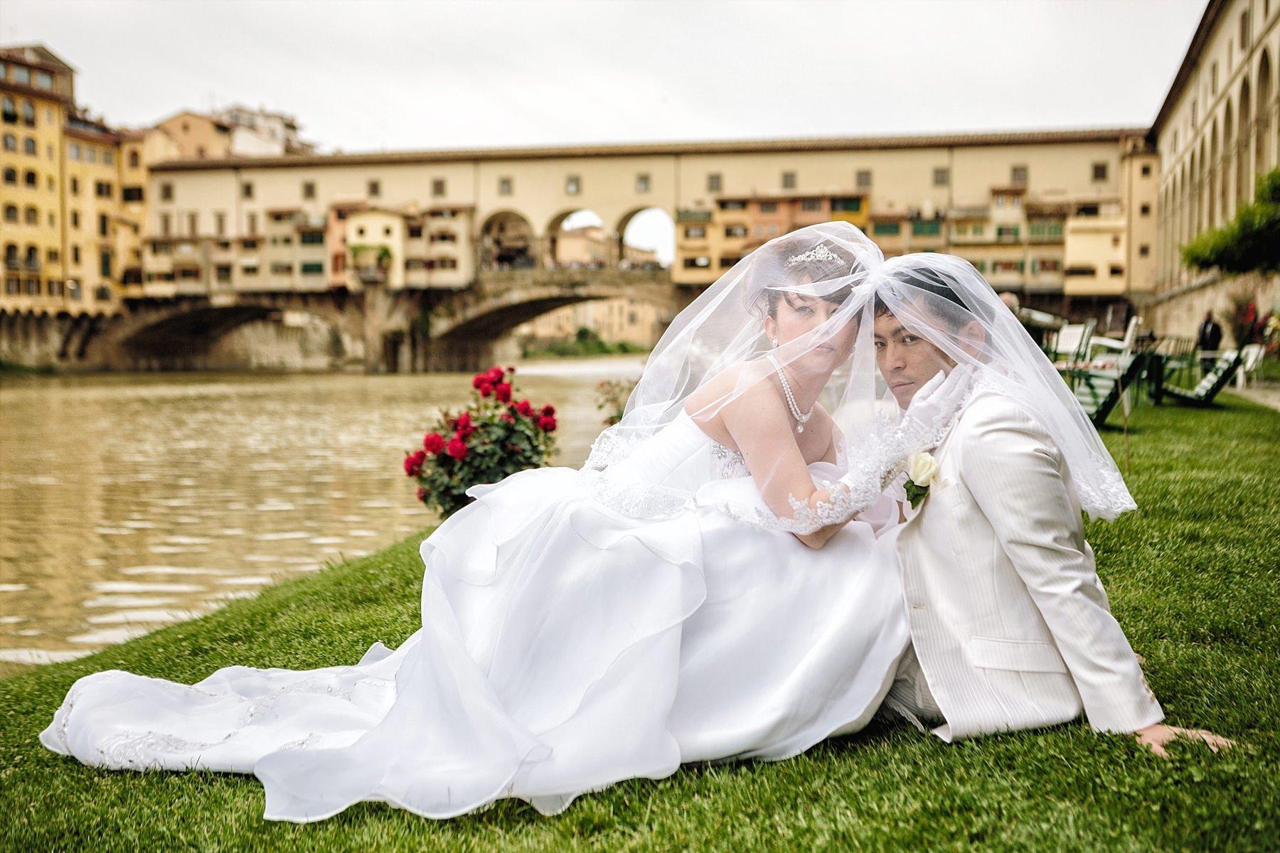 Fotografia di Matrimonio a Firenze sotto al Ponte Vecchio ai Canottieri