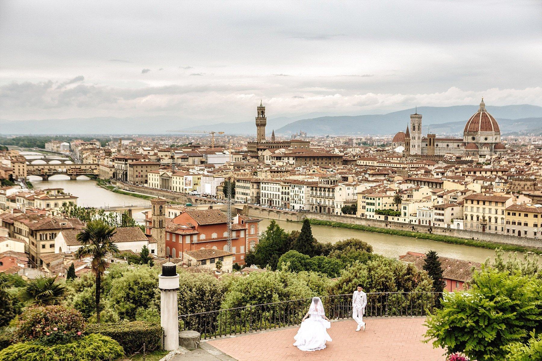 Fotografia di matrimonio a Firenze al Piazzale Michelangelo con Vista di Firenze
