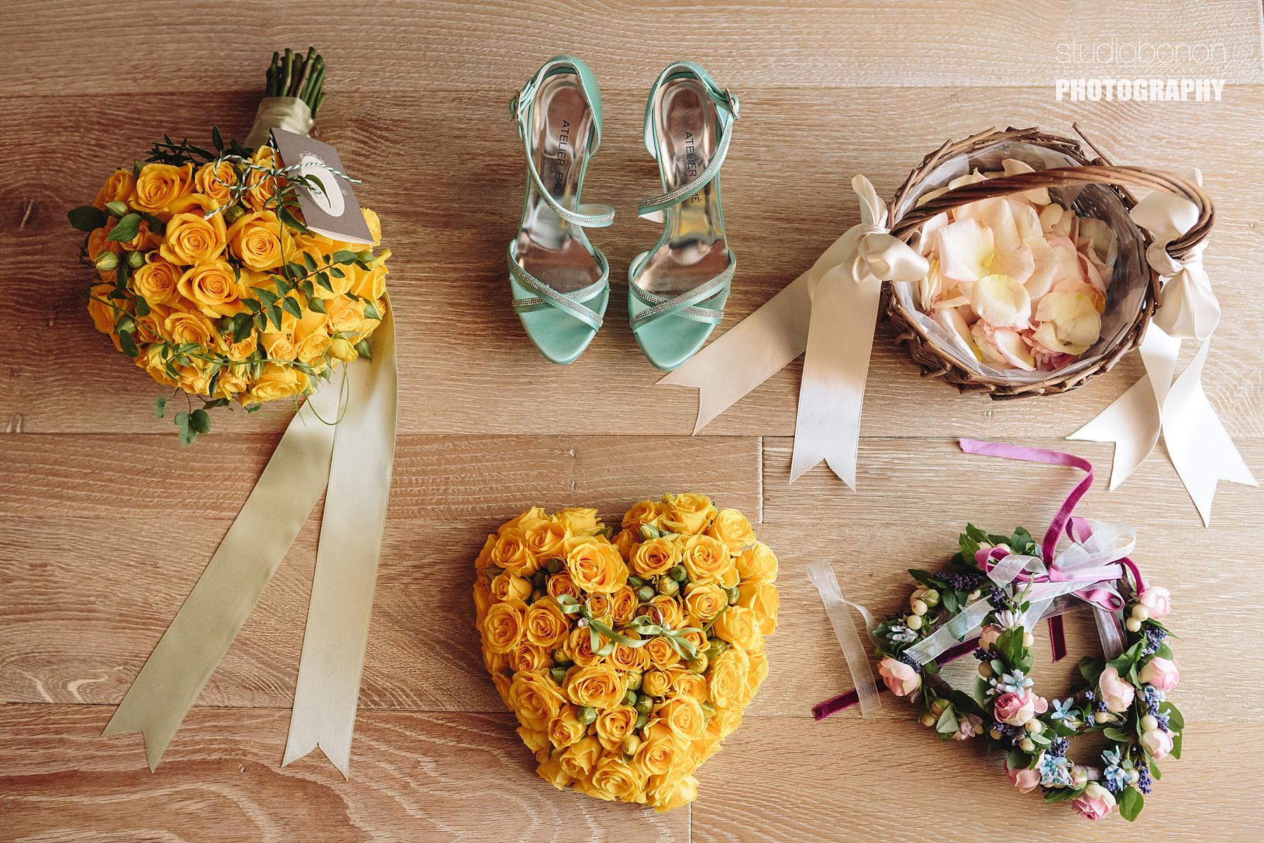 Dettagli di un Matrimonio con Fiori Jardin Divers e Scarpe da Sposa Atelier Emé