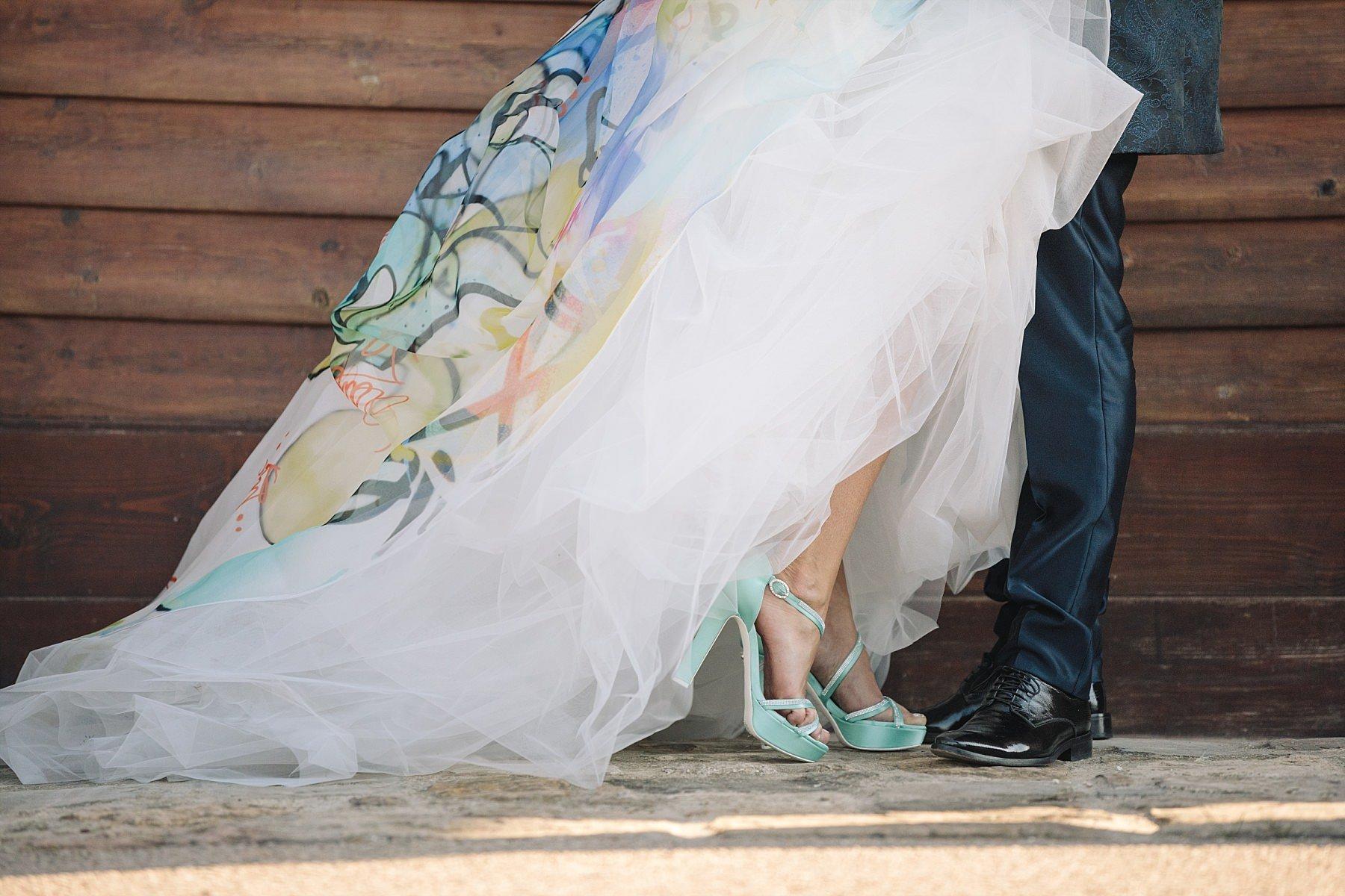 Dettaglio fashion abito e scarpe sposi Atelier Emé