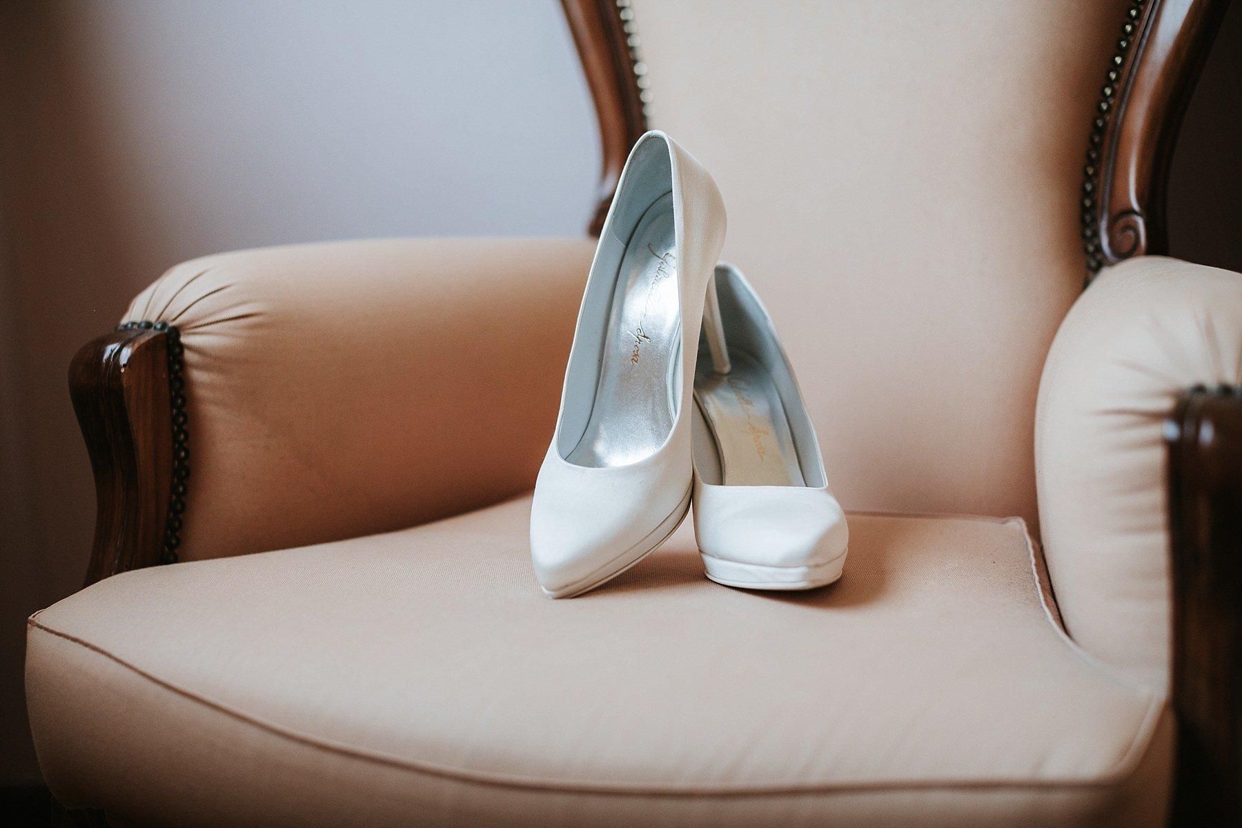 Scarpe da sposa in preparazione