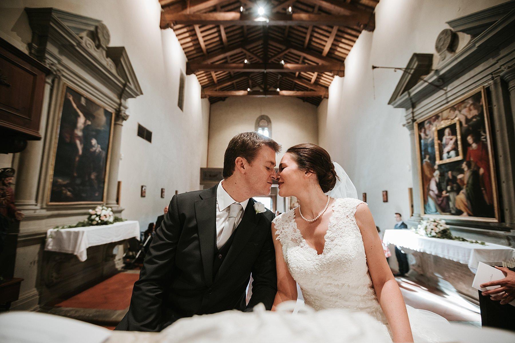 Bacio Sposi durante la cerimonia a Pistoia