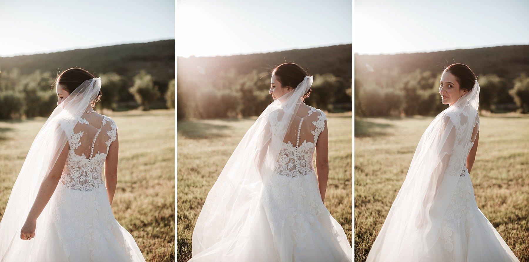 Sposa fotografata di spalle in controluce