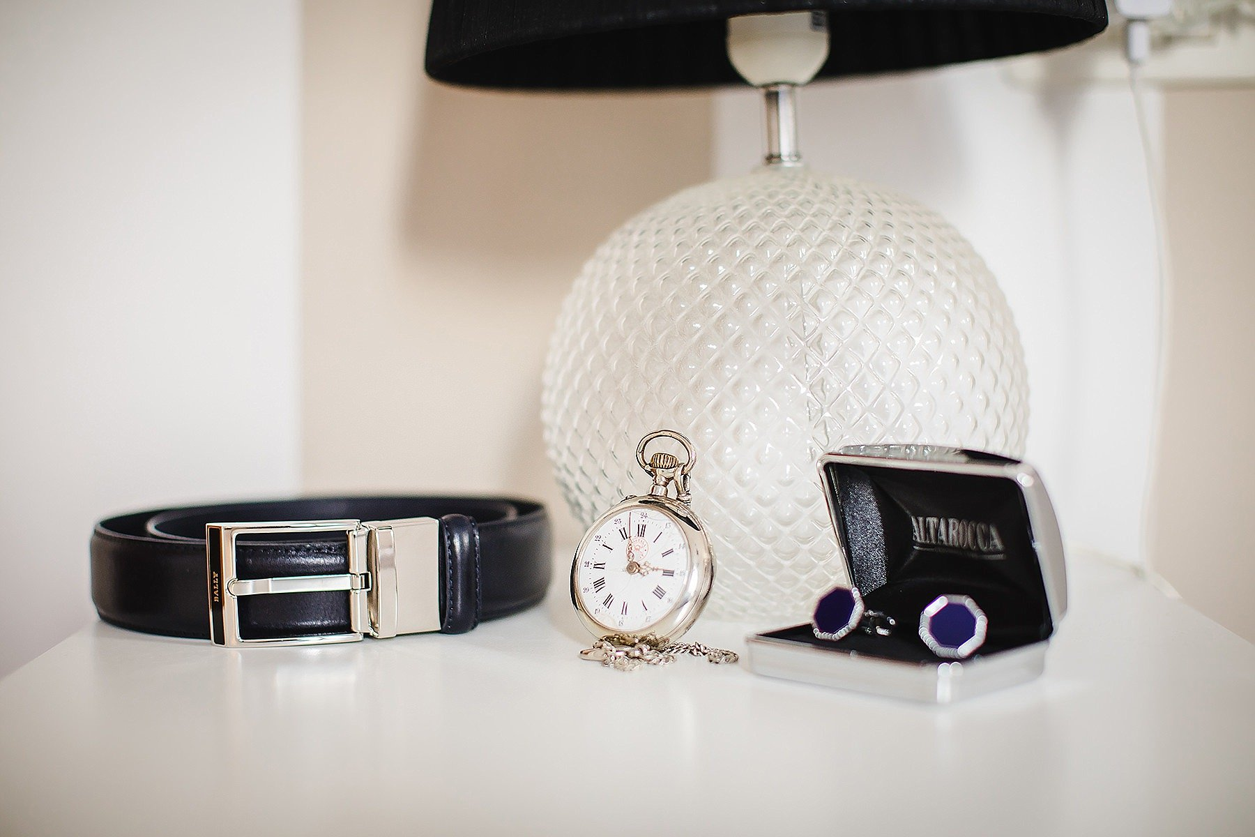 gemelli orologio e cintura dello sposo