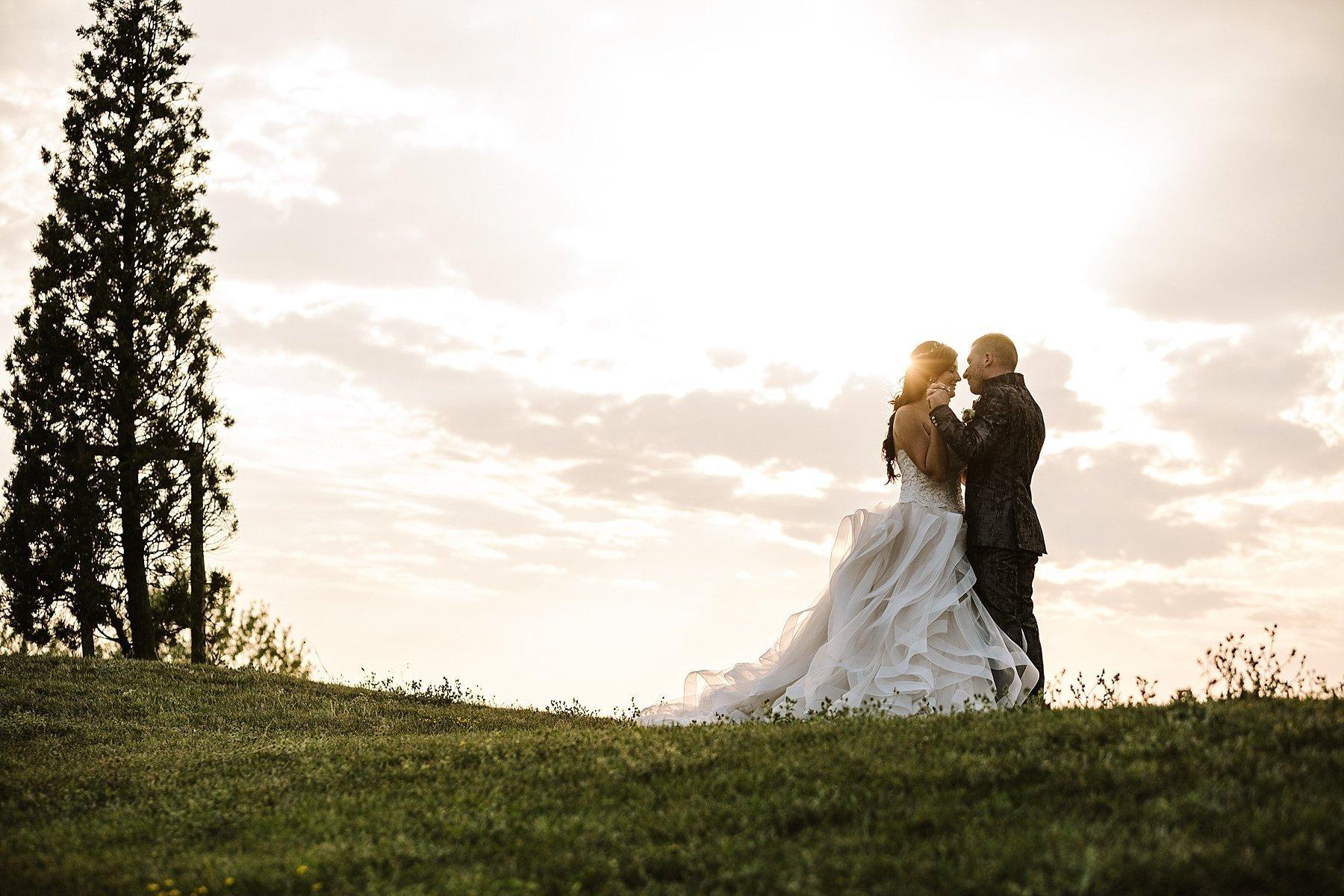 fotografia di sposi al tramonto