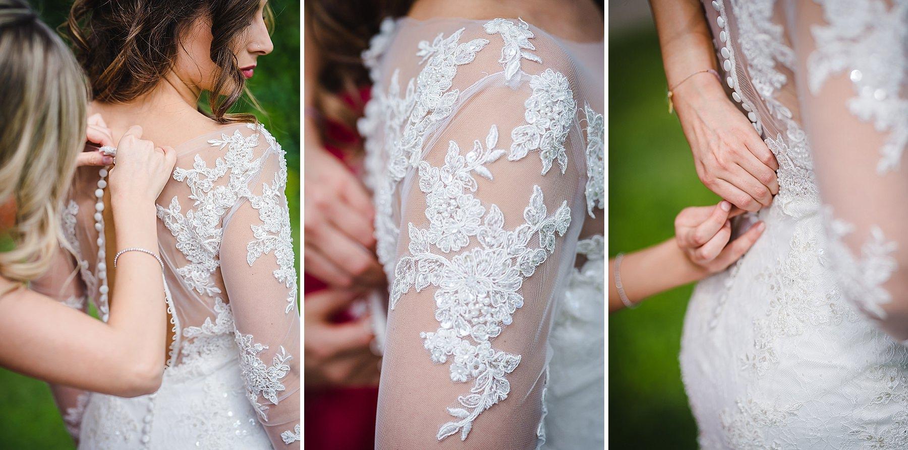 dettagli della sposa mentre indossa l'abito