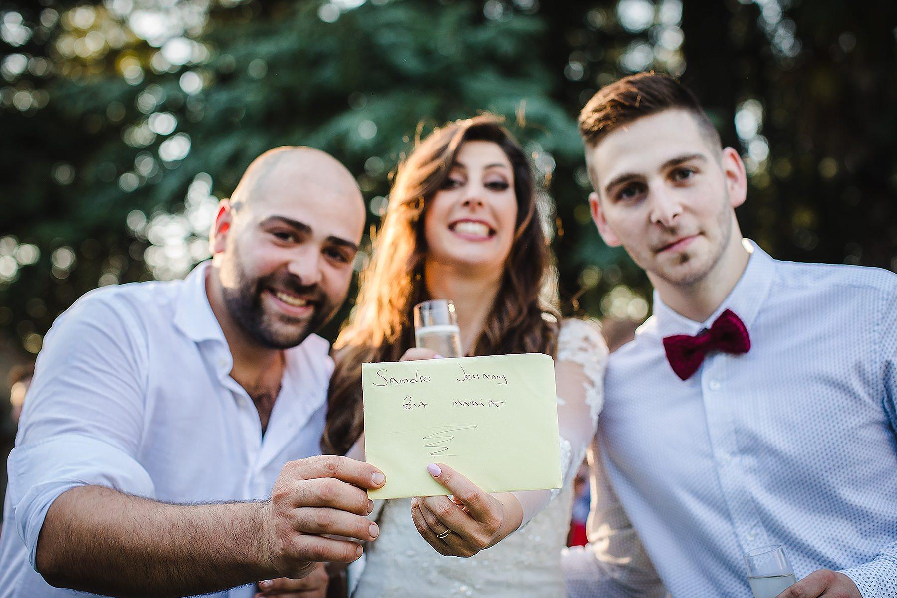 sposa con due amici a Villa di Corte