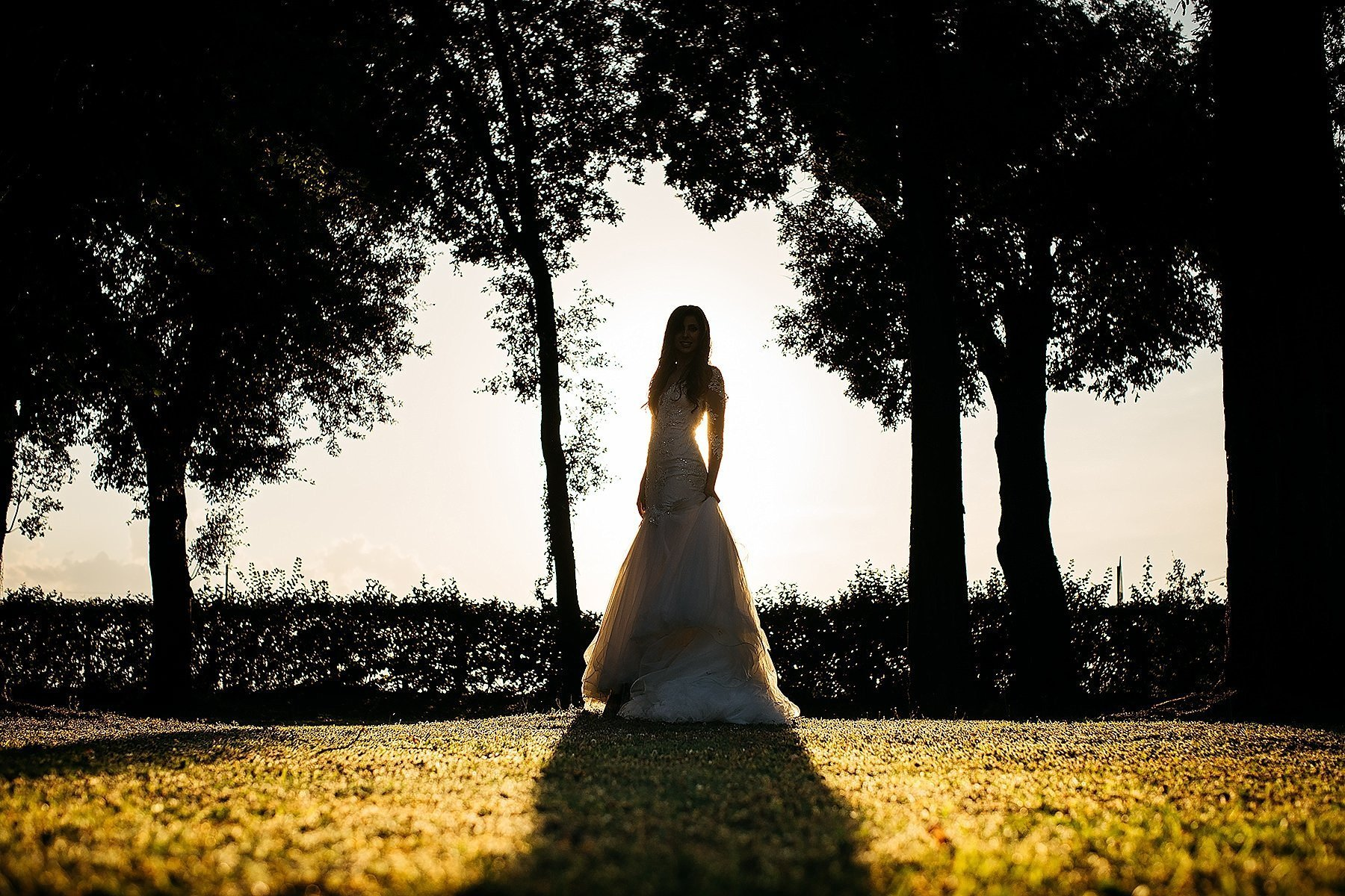 sposa nel parco della Villa di Corte Frescobaldi