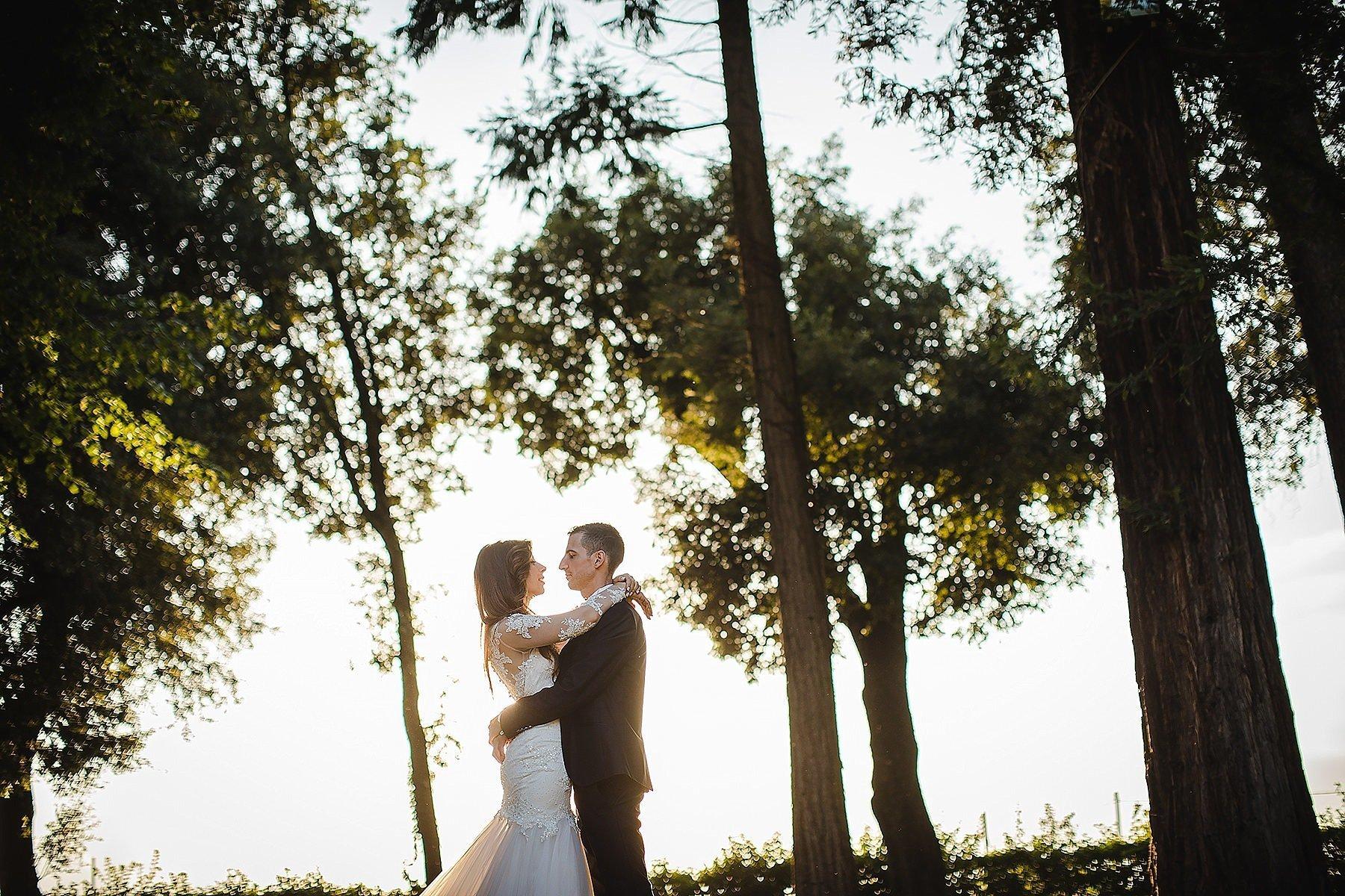 sposi nel parco di Villa di Corte Frescobaldi