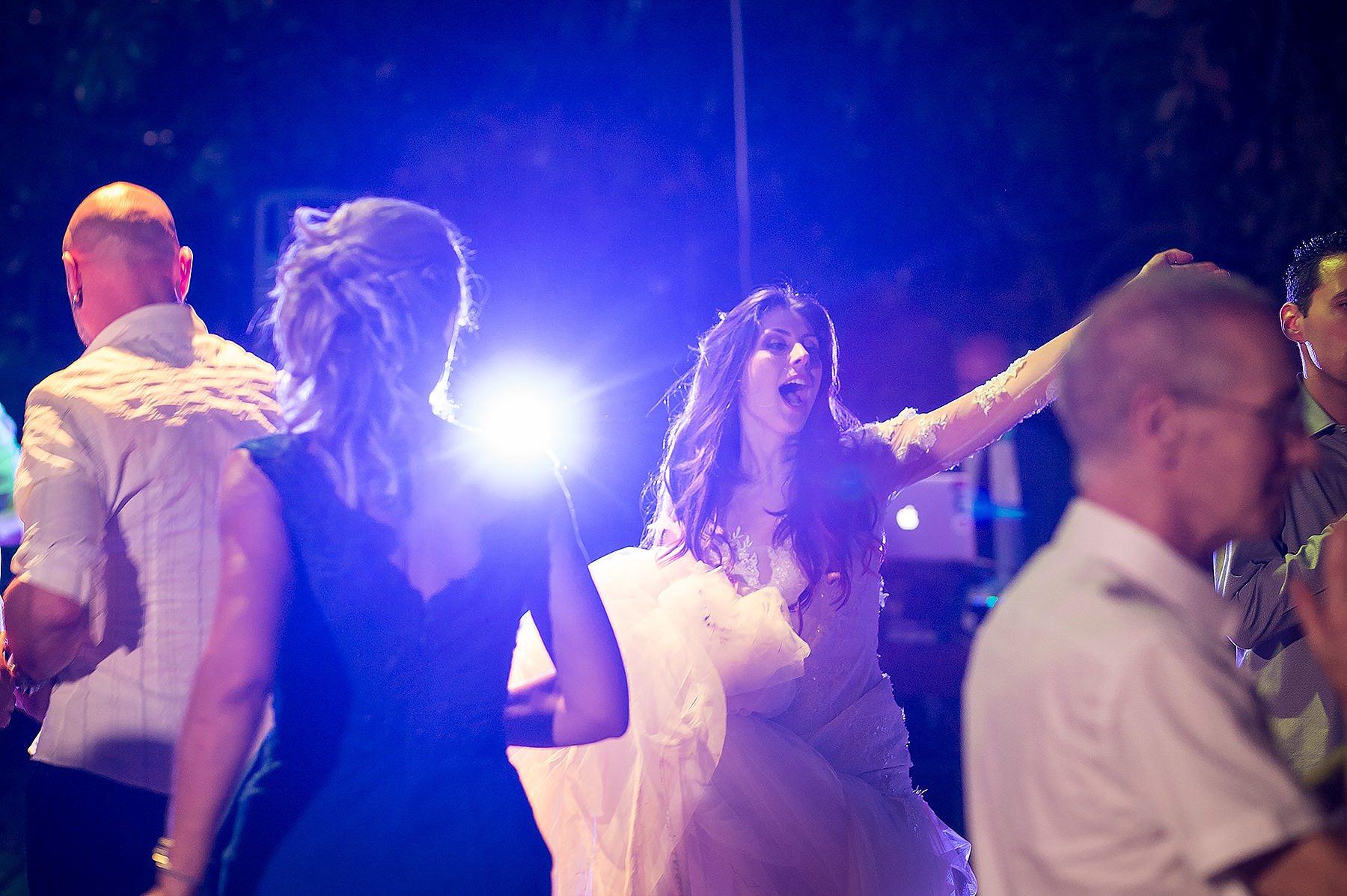 sposi che ballano a Villa di Corte