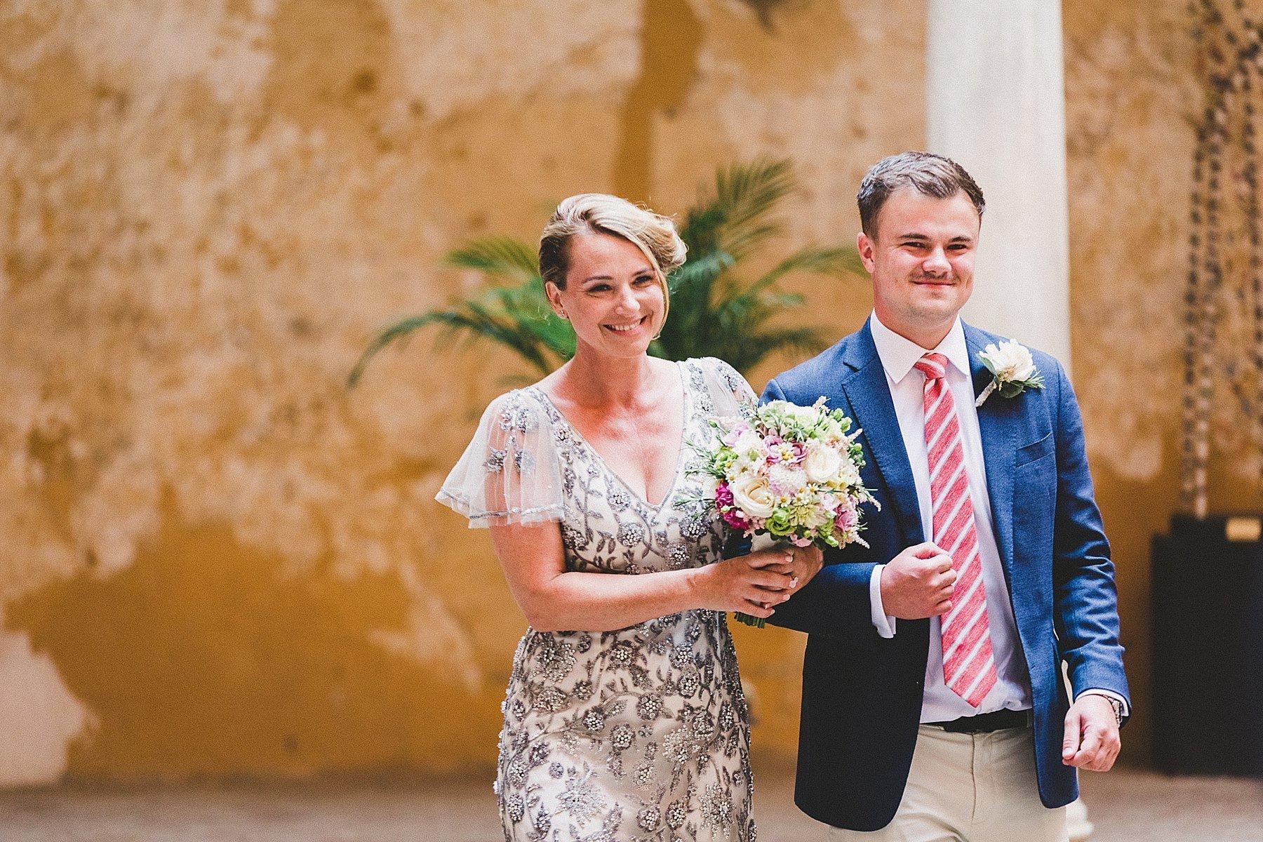 ingresso sposa in cerimonia alla rocca di dozza