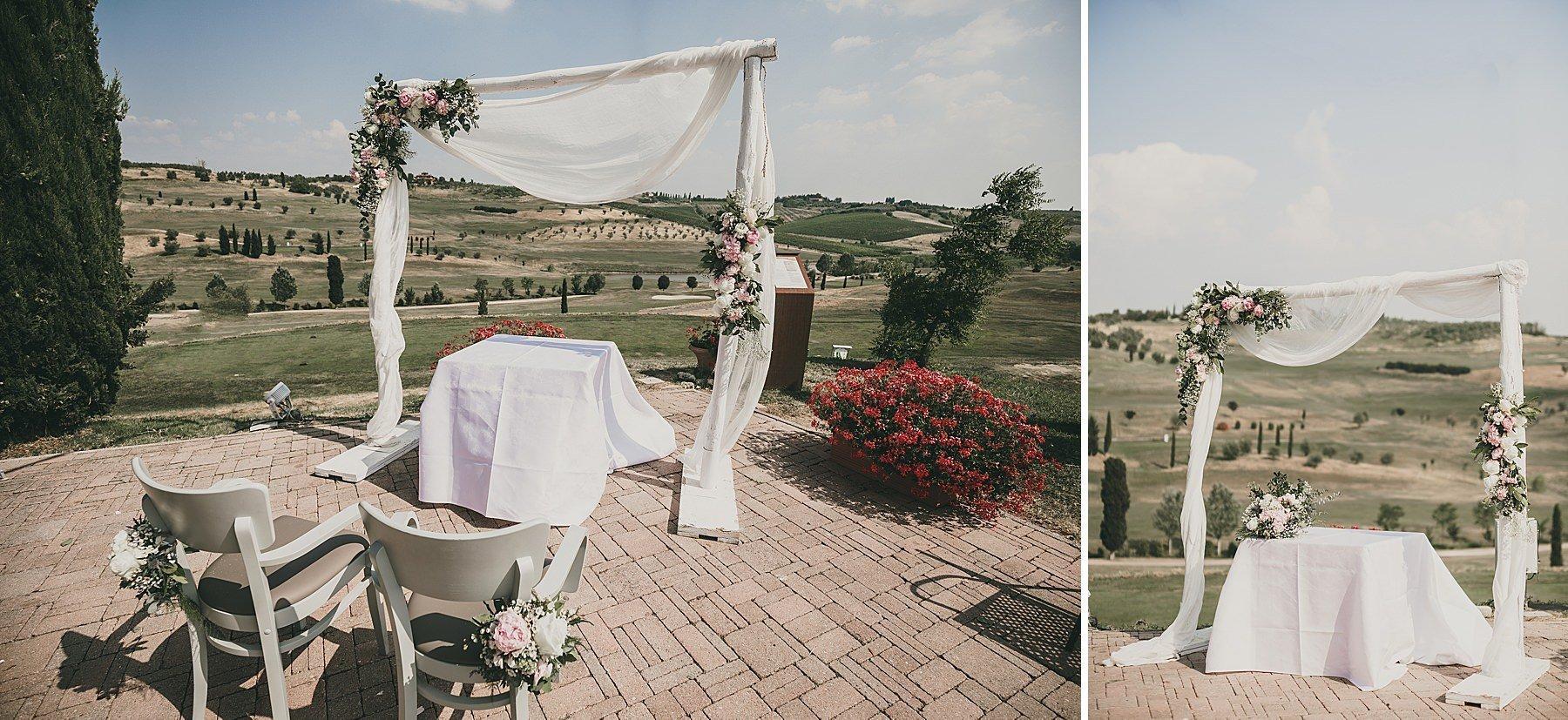 Allestimento cerimonia all' aperto in Toscana