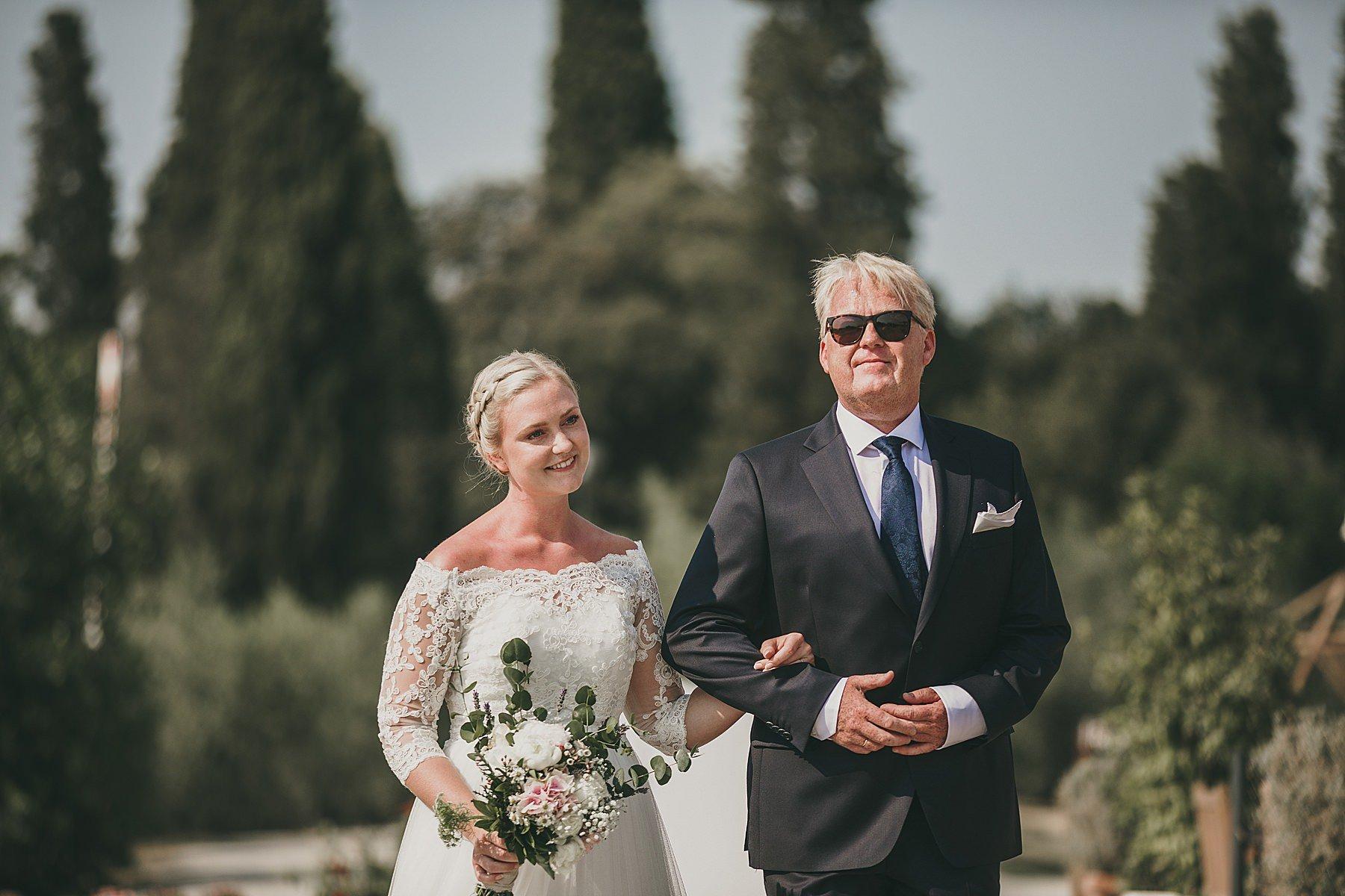 Ingresso in cerimonia della sposa col padre