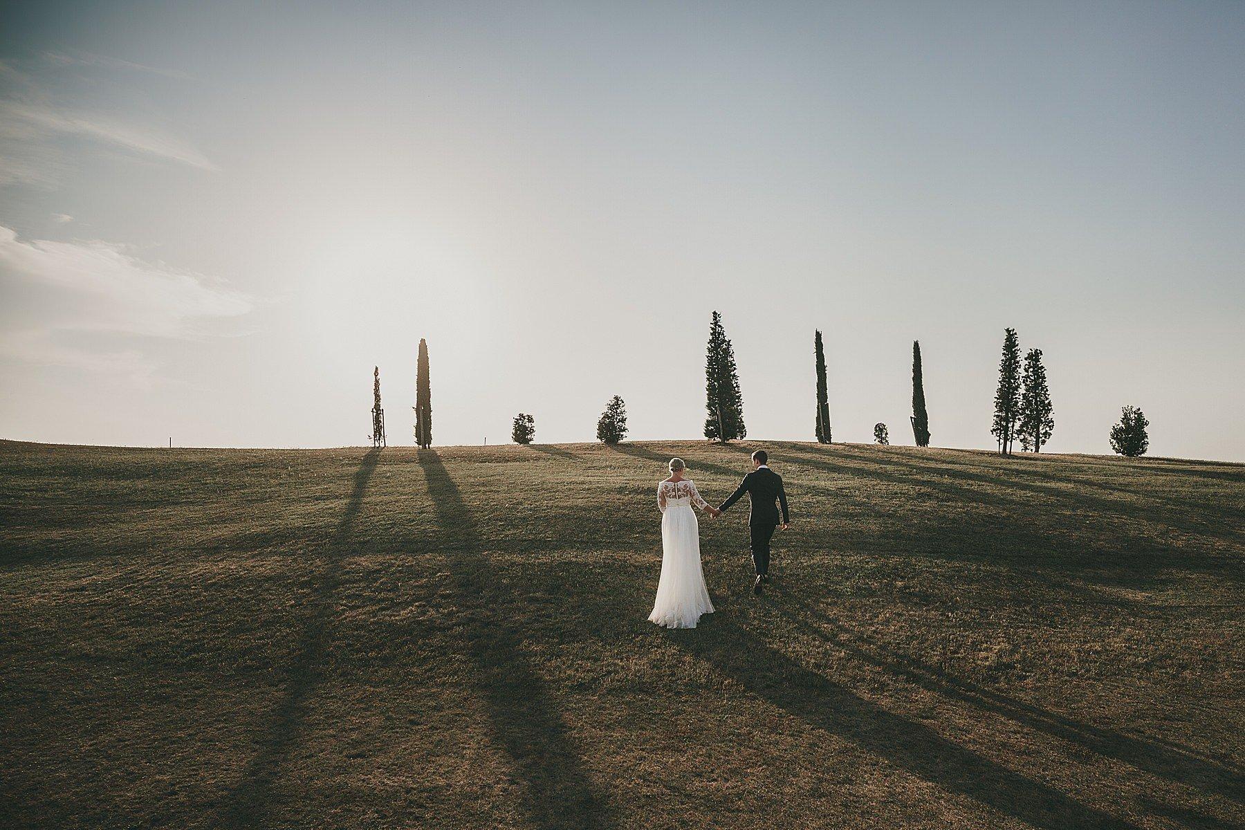 Sposi in un fantastico paesaggio Toscano