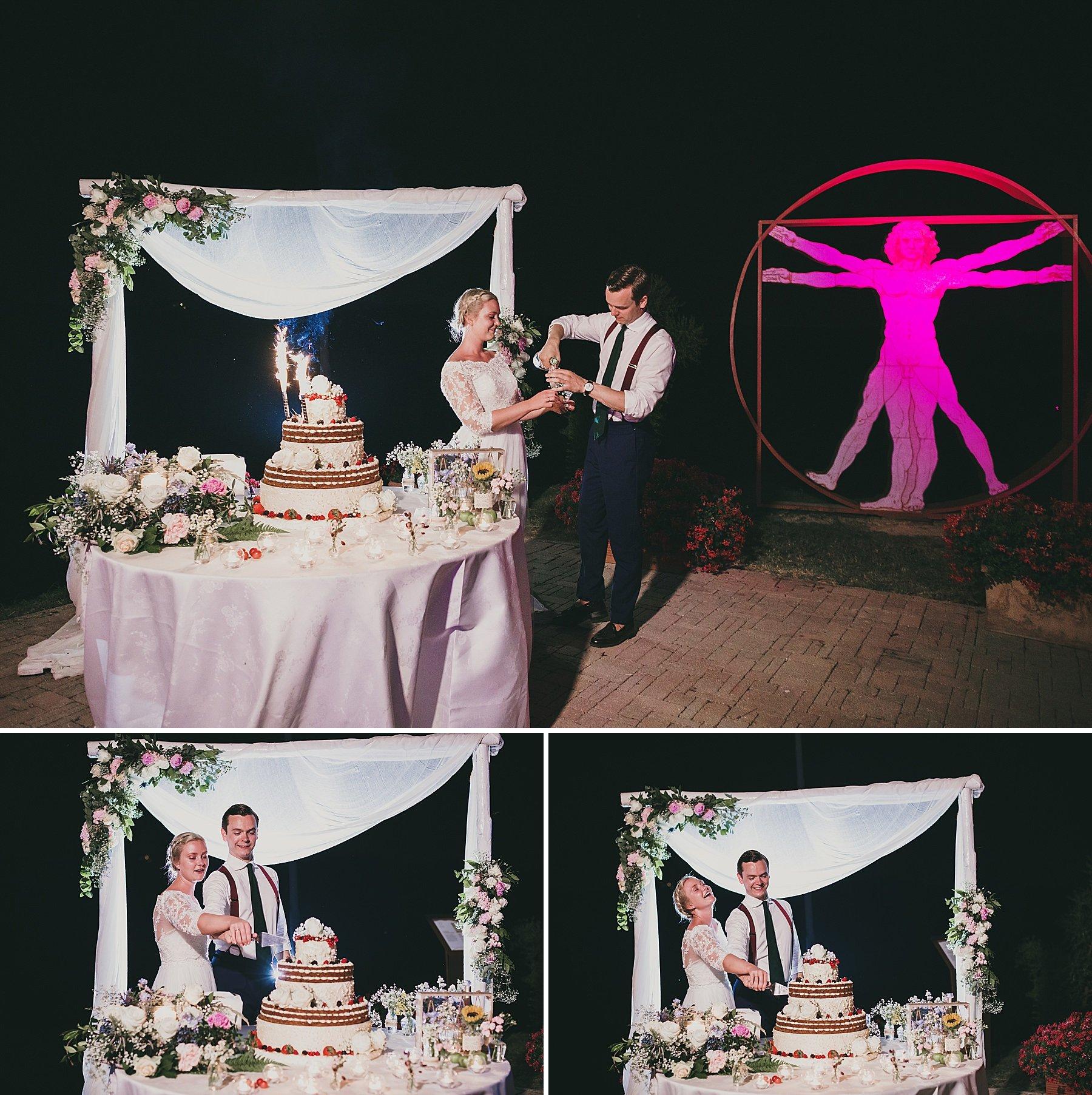 Taglio dell torta nuziale per gli sposi a Bellosguardo