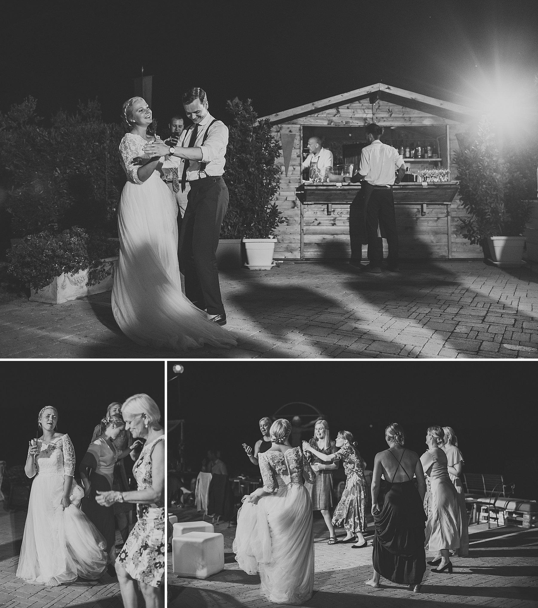 Primo ballo degli sposi in una location rustica